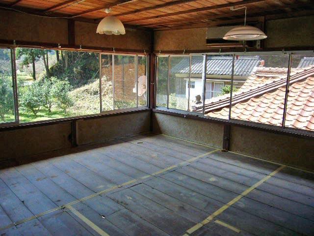 築80年の繭倉を生活空間へリフォーム